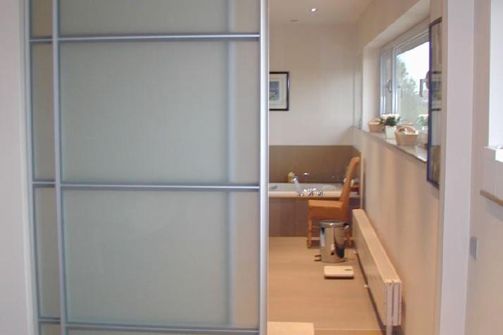 porte coulissante en plexiglas menuiserie image et conseil. Black Bedroom Furniture Sets. Home Design Ideas