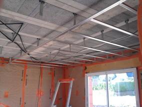 plafond suspendu en placoplatre menuiserie image et conseil. Black Bedroom Furniture Sets. Home Design Ideas